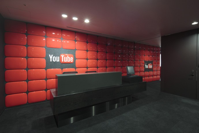 30 Tokyo Youtube Reception Red Wall Interior Design Ideas