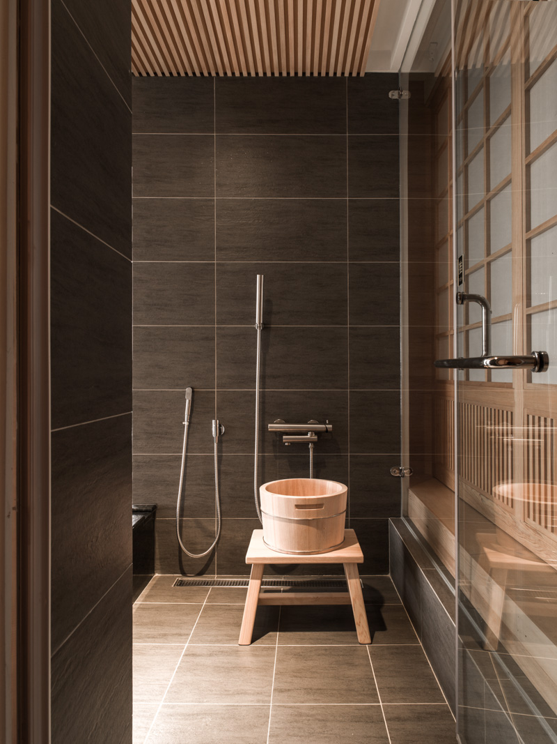 Japanese bathroom interior design ideas for Asian small bathroom design