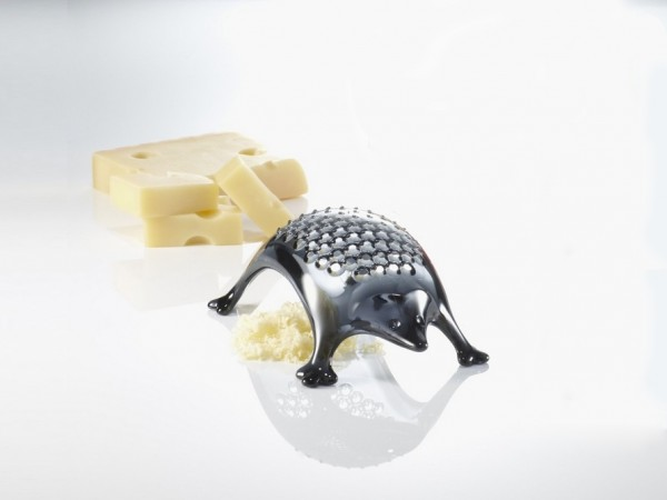 Apparently hedgehogs can be very practical companions. This one serves as a mini cheese grater.