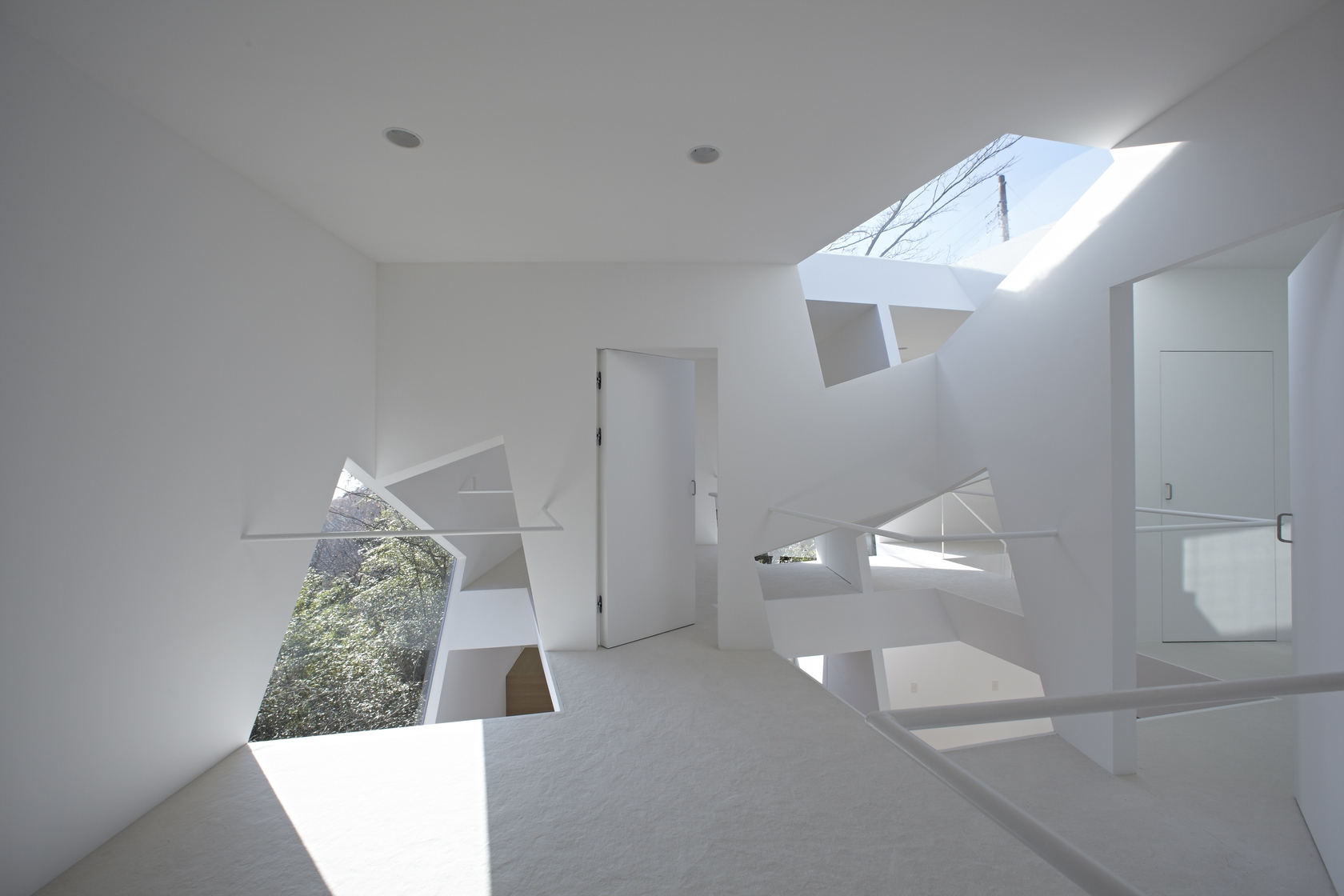 Angular Walls - Minimalist home in the mountains