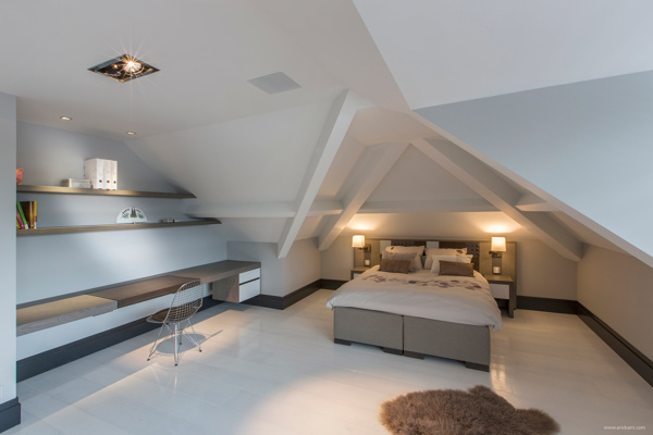 Clean attic bedroom interior design ideas for Attic decoration