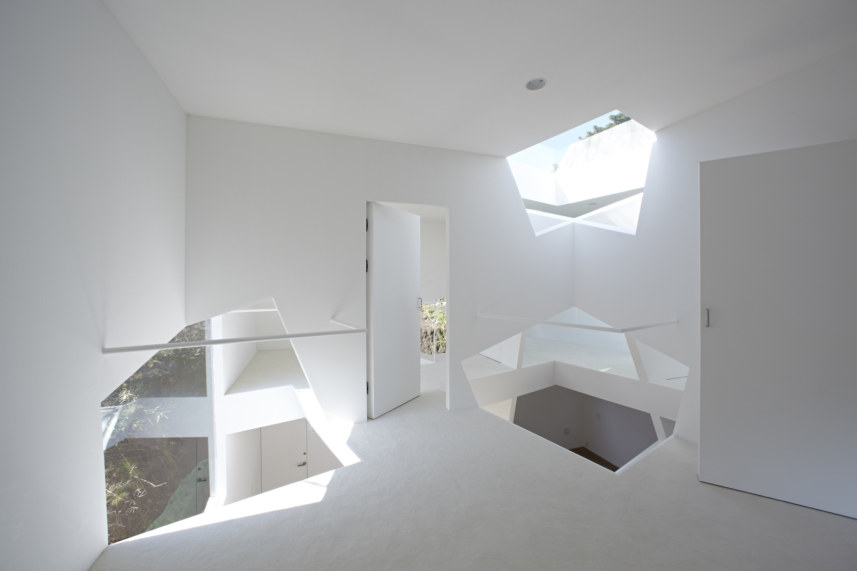 Creative Skylights - Minimalist home in the mountains