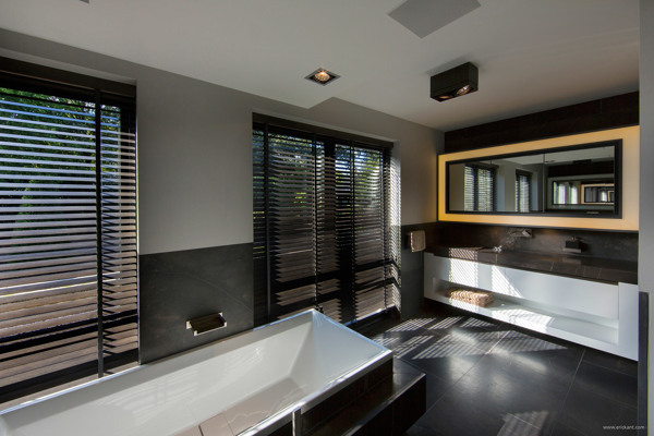 Ultramodern sleek house with sharp lines for Ultra modern bathroom designs