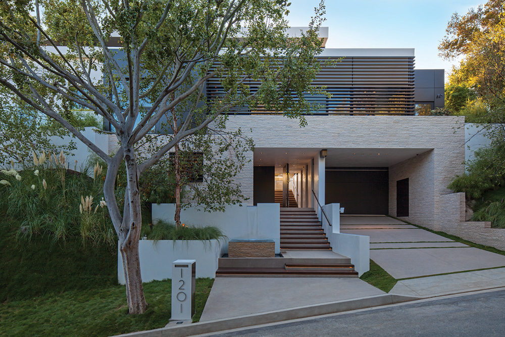 Contemporary Home Front - A spectacular beverly hills house