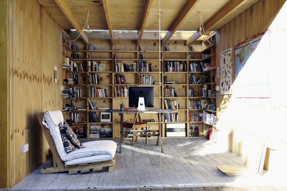Shed home office interior design ideas for Shed interior ideas