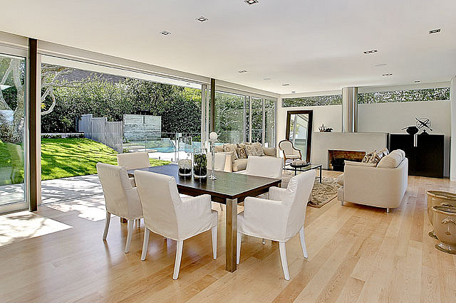 White Dining Chairs - A visual feast of sleek home design