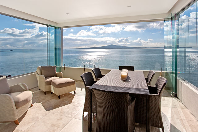 Sea View - A visual feast of sleek home design