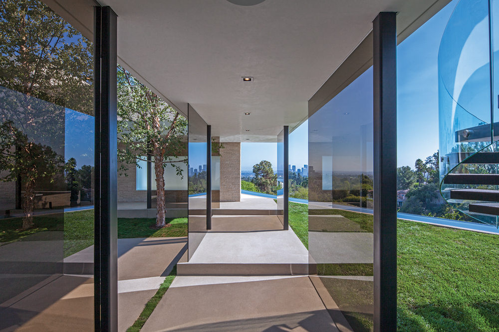 Glazed Walls - A spectacular beverly hills house