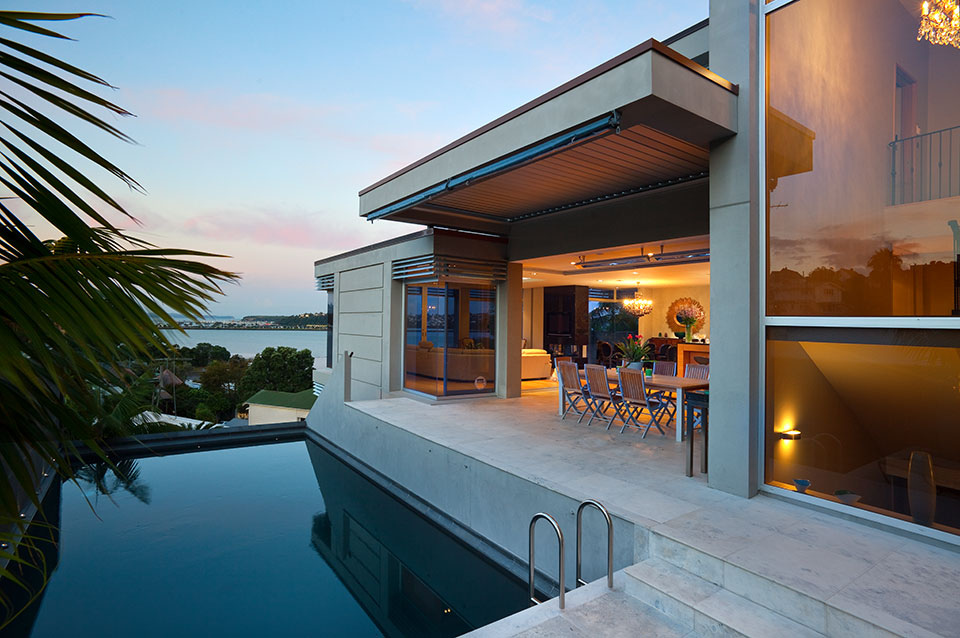 Poolside Dining - A visual feast of sleek home design