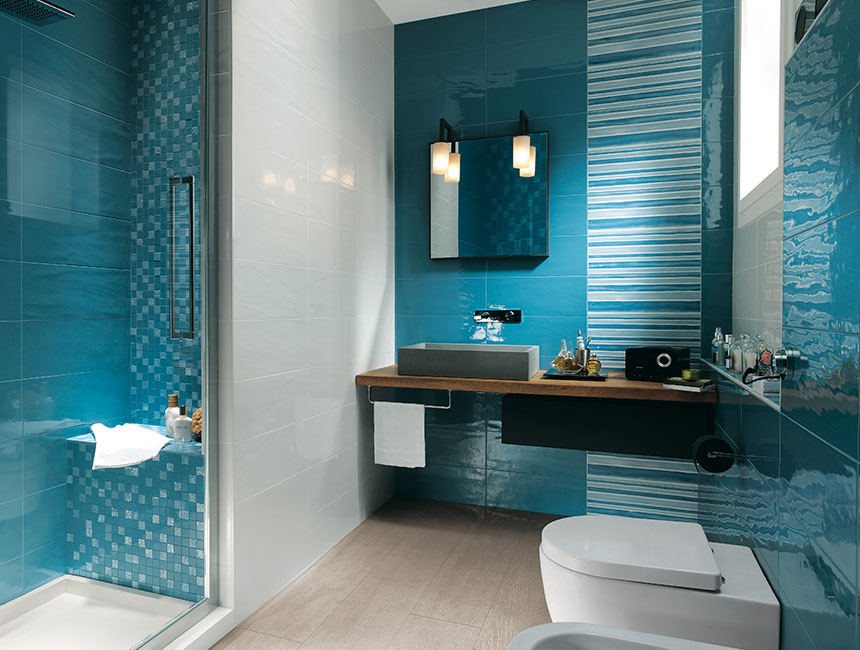 Aqua blue bathroom interior design ideas for Accessoire douche italienne