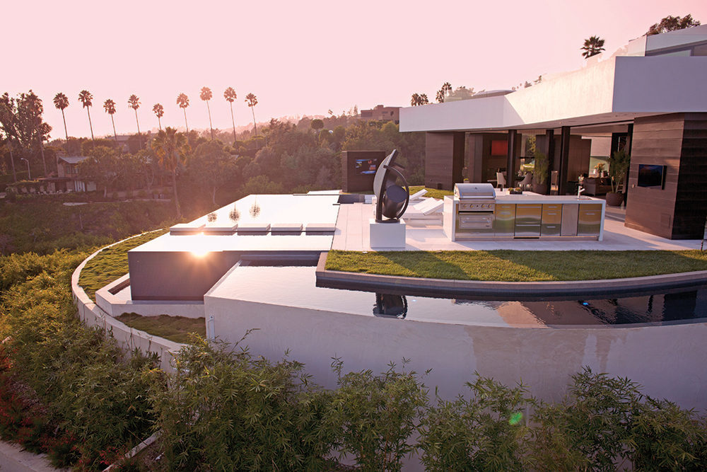 Luxury Barbeque - A spectacular beverly hills house