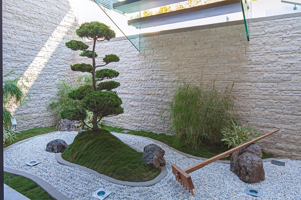 A spectacular beverly hills house for Mini zen garden designs