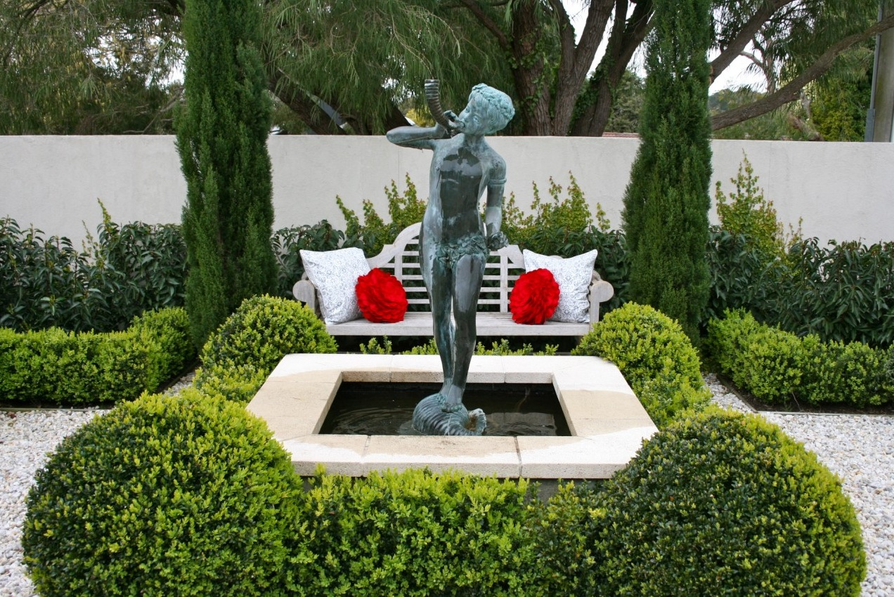 Traditional garden statue interior design ideas for Garden sit out designs