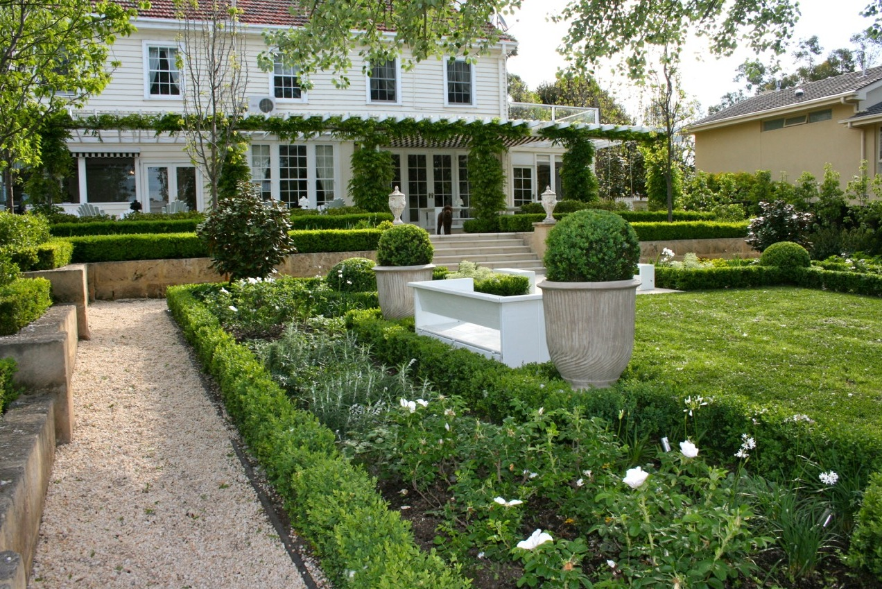 Garden inspiration for Traditional landscape