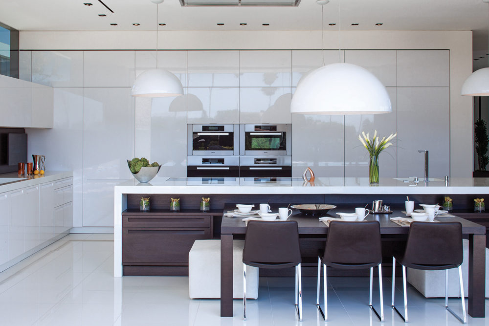 White Kitchen - A spectacular beverly hills house