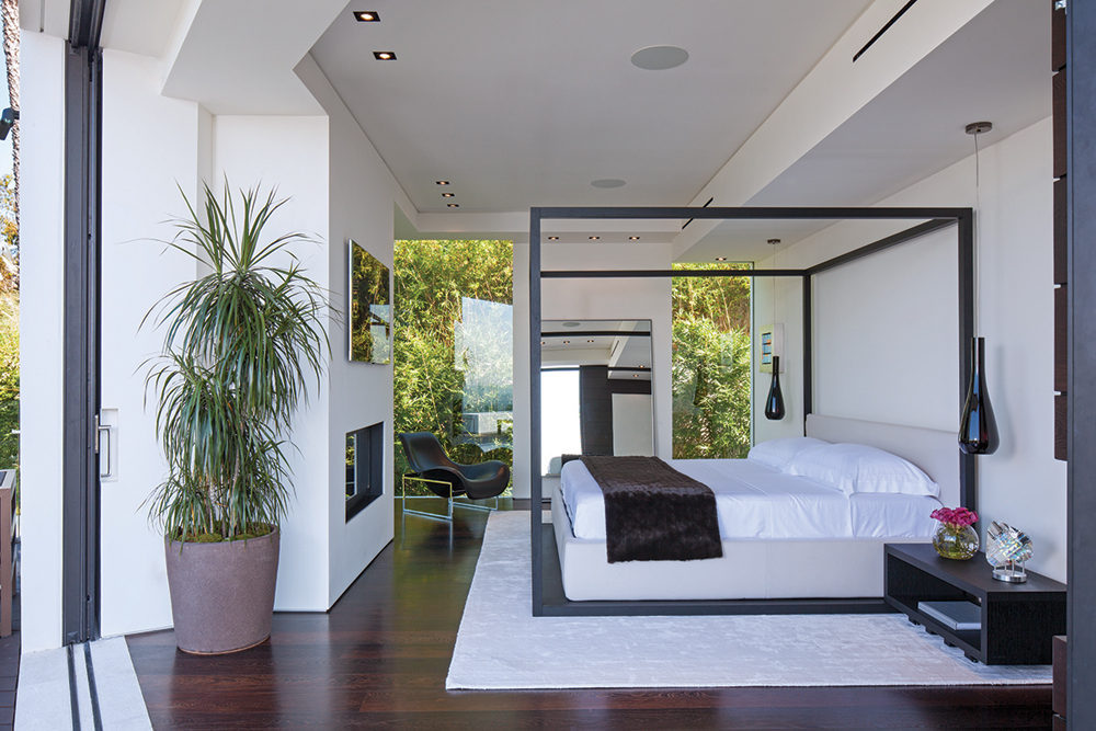 Four Poster Bed - A spectacular beverly hills house