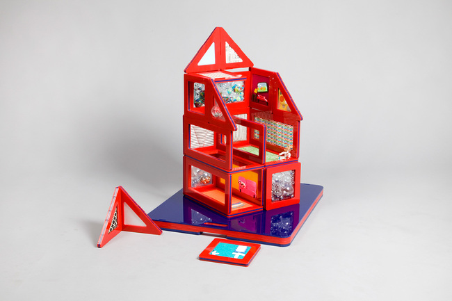 Small Red Dollhouse - Dollhouses designed by star architects