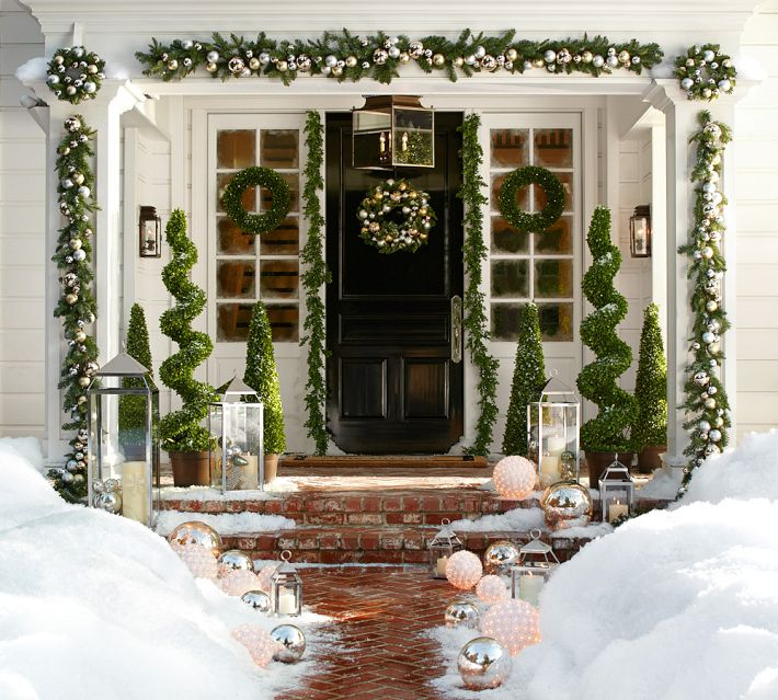 Traditional Christmas Door - Outdoor christmas decoration