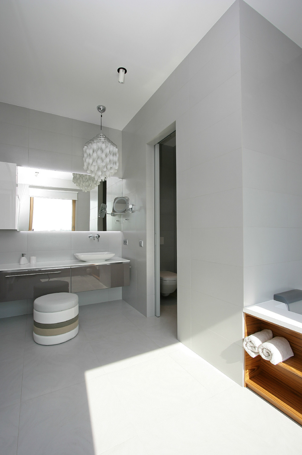 White Bathroom - Glowing interior designs