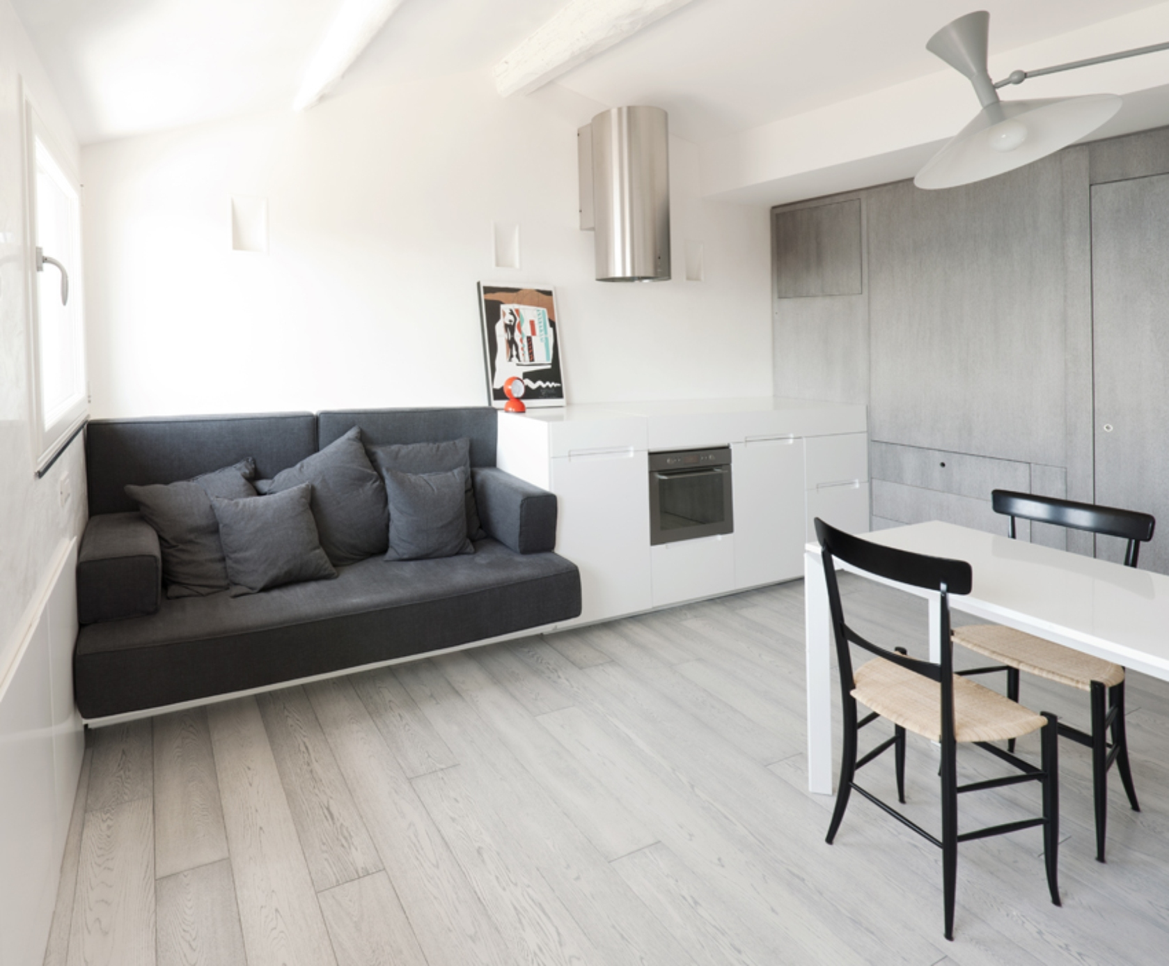 Simple design vs super design for Design of appartement