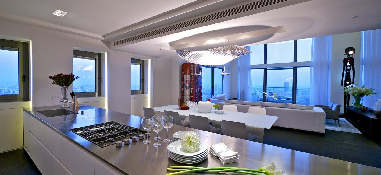 The stunning sky penthouse in israel for Modern open plan living room and kitchen