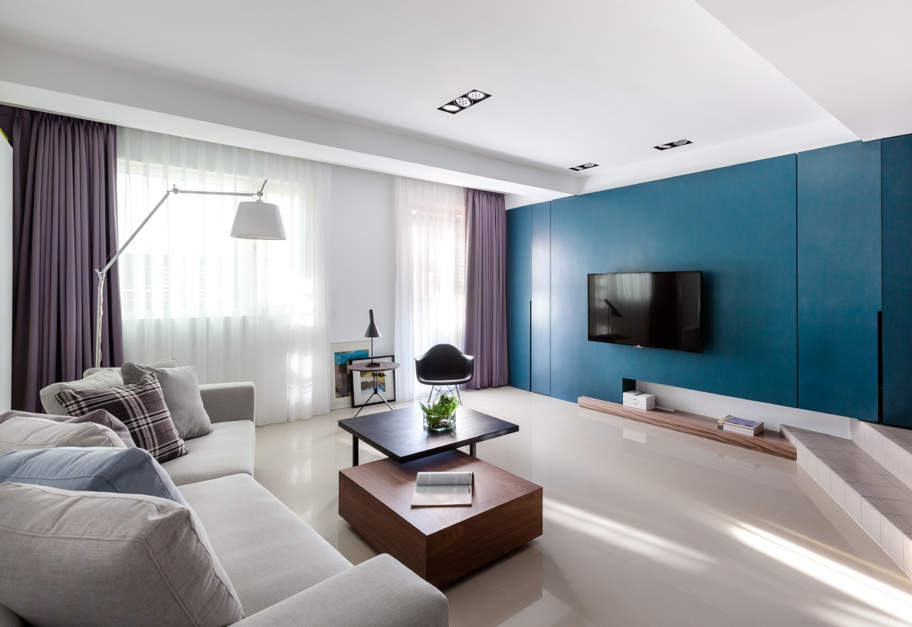 Vibrant blue and purple apartment decor Purple living room