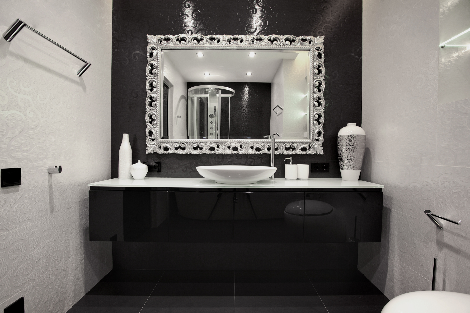 Beautiful In the bathroom black and white tiles are engraved with swirling patterns to add extra interest