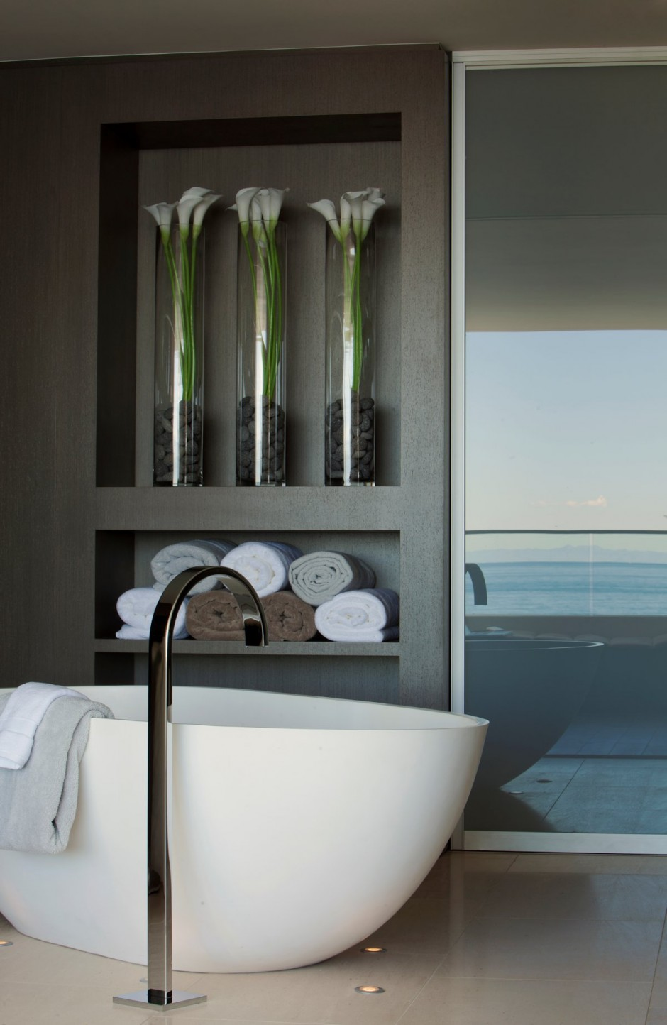 Freestanding Bath Tub - Oceanfront house with pool california