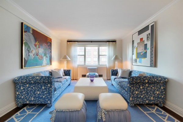 There's a $20,000 per month price tag on this busy blue number on the Upper East Side that offers up a floor space of 2,000 square feet. Oak floors and elegant crown and baseboard molding decorate this three bedroom, three bathroom apartment complete with an eat-in kitchen, living room, formal dining room, and balcony.