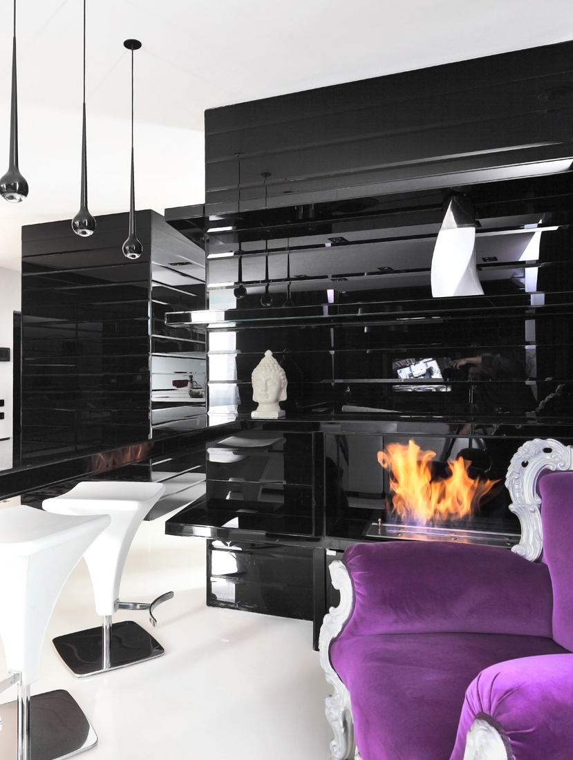 Black purple living room interior design ideas for Dark purple living room ideas