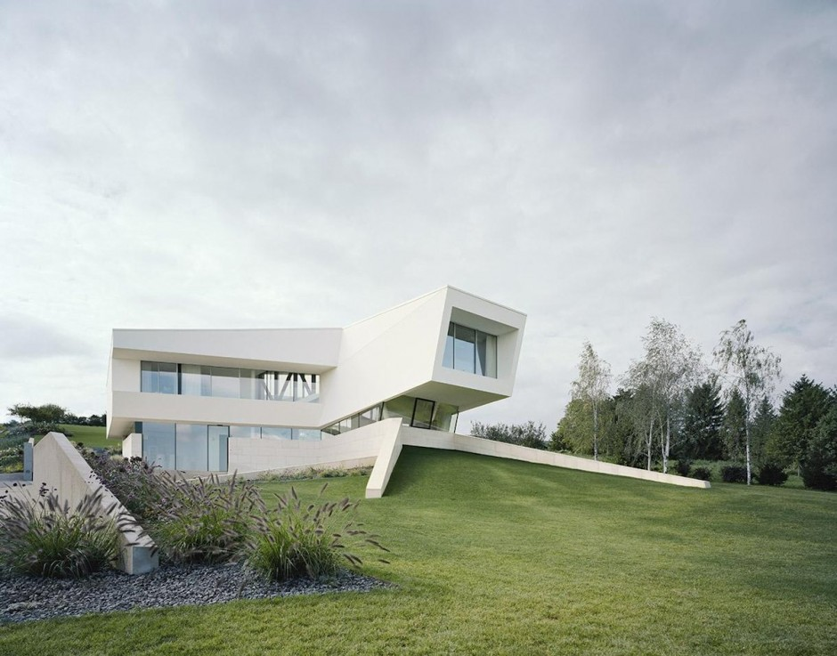 Futuristic villa in vienna for Futuristic home plans