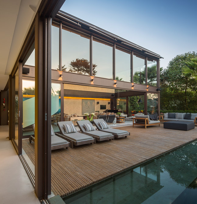 Sunny Open Plan Limantos Residence