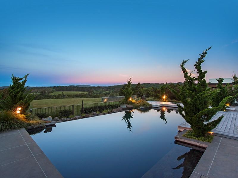 Private Pool - Contemporary home in the hills