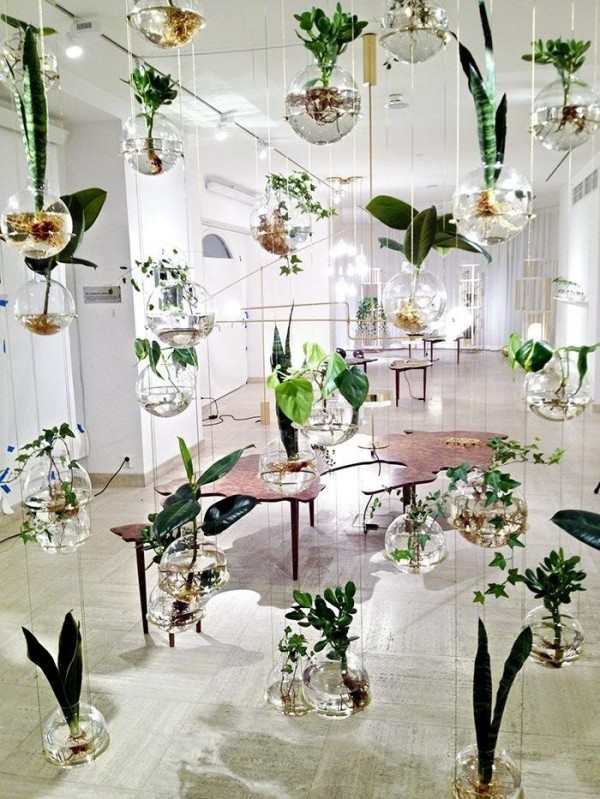 This suspended garden looks delicate and pretty.