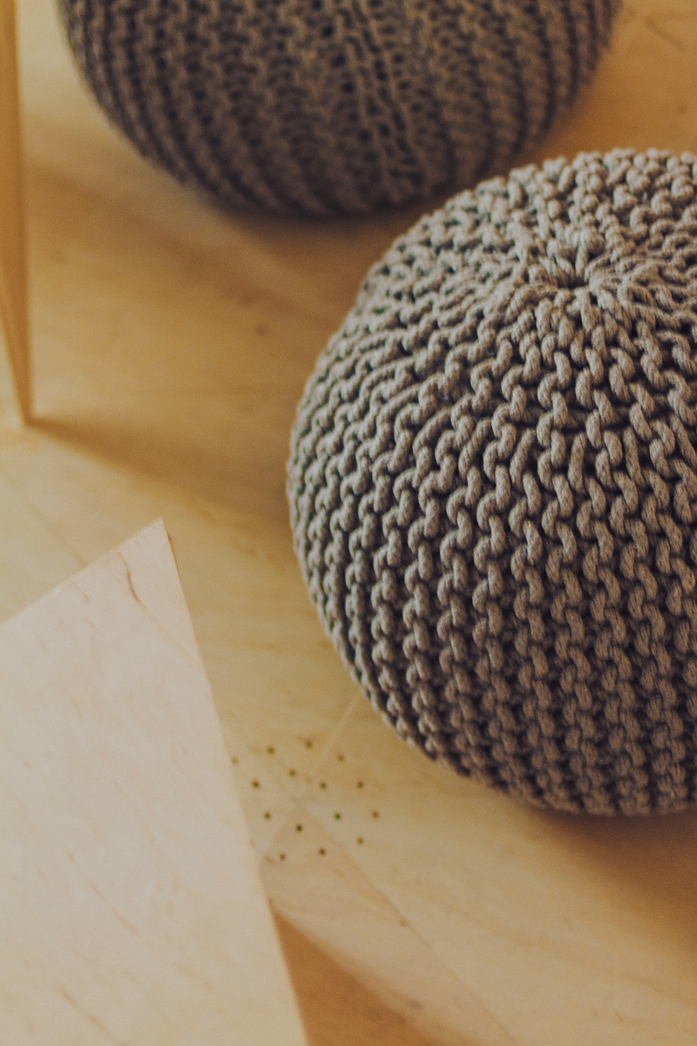 Knitted Pouffes - Industrial style apartment with meeting room