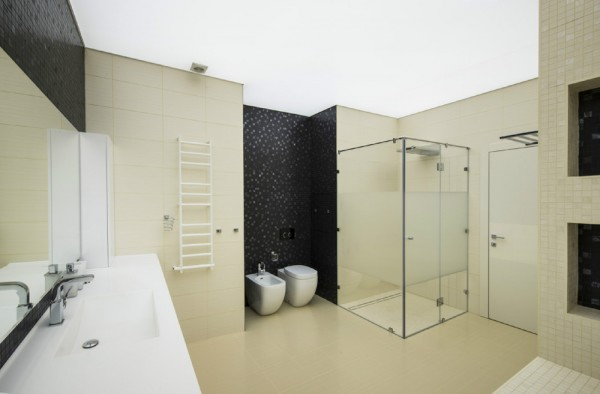 Taupe black bathroom
