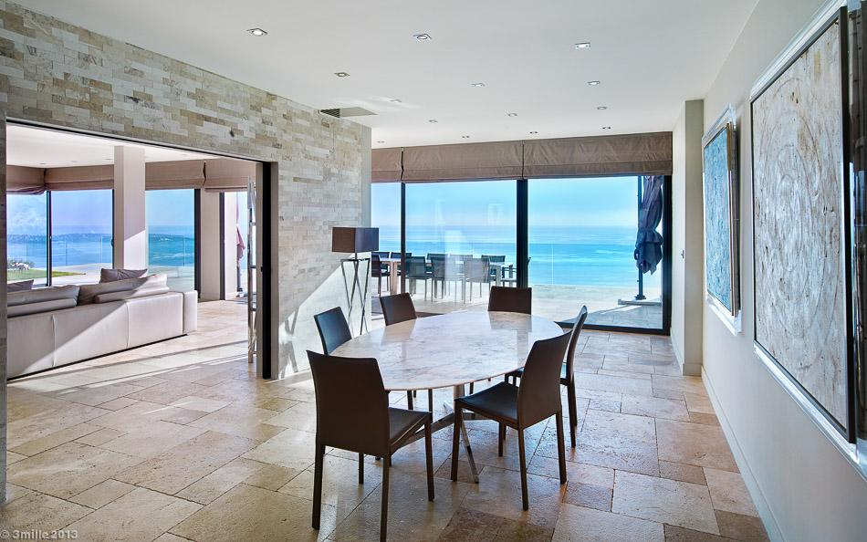 Oval Dining Table - Cote d azur villa with spectacular sea views