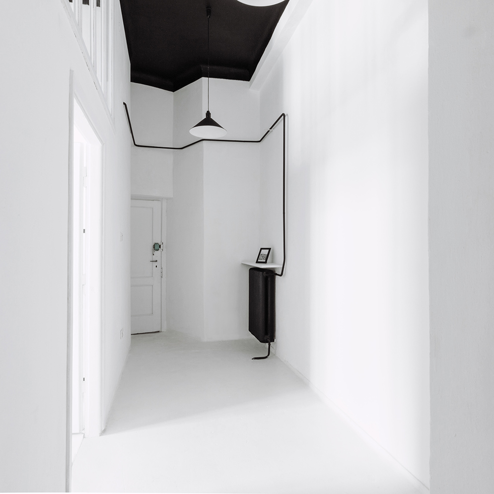 White Hallway Black Ceiling - Industrial style apartment with meeting room