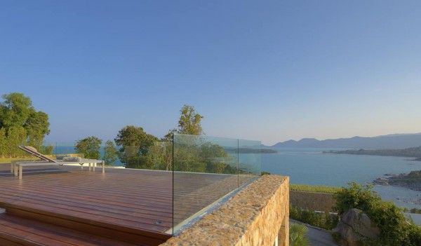 Glass balustrades have been installed around the sprawling sun deck to ensure that absolutely not one bit of the splendid view is obscured from the daily sun worshippers.