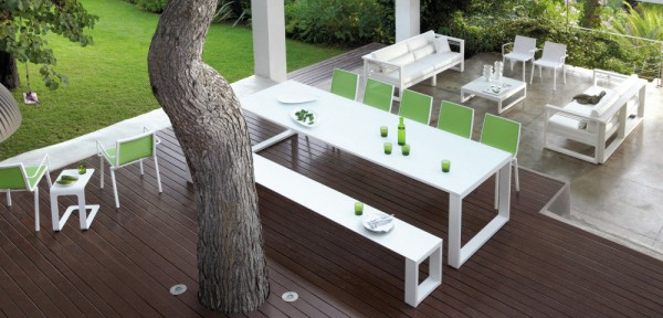 Outdoor dining benches are extremely in vogue right now, and provide a great opportunity for squeezing in a few extra diners at the table.