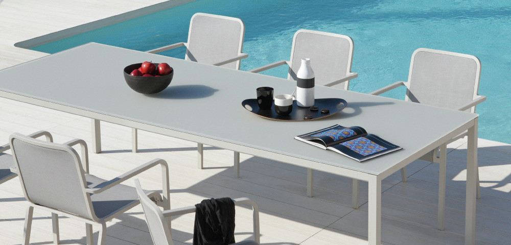 LIVING LARGE OUTDOORS WITH CHIC BEAUTIFUL AND FUNCTIONAL OUTDOOR FURNITURE