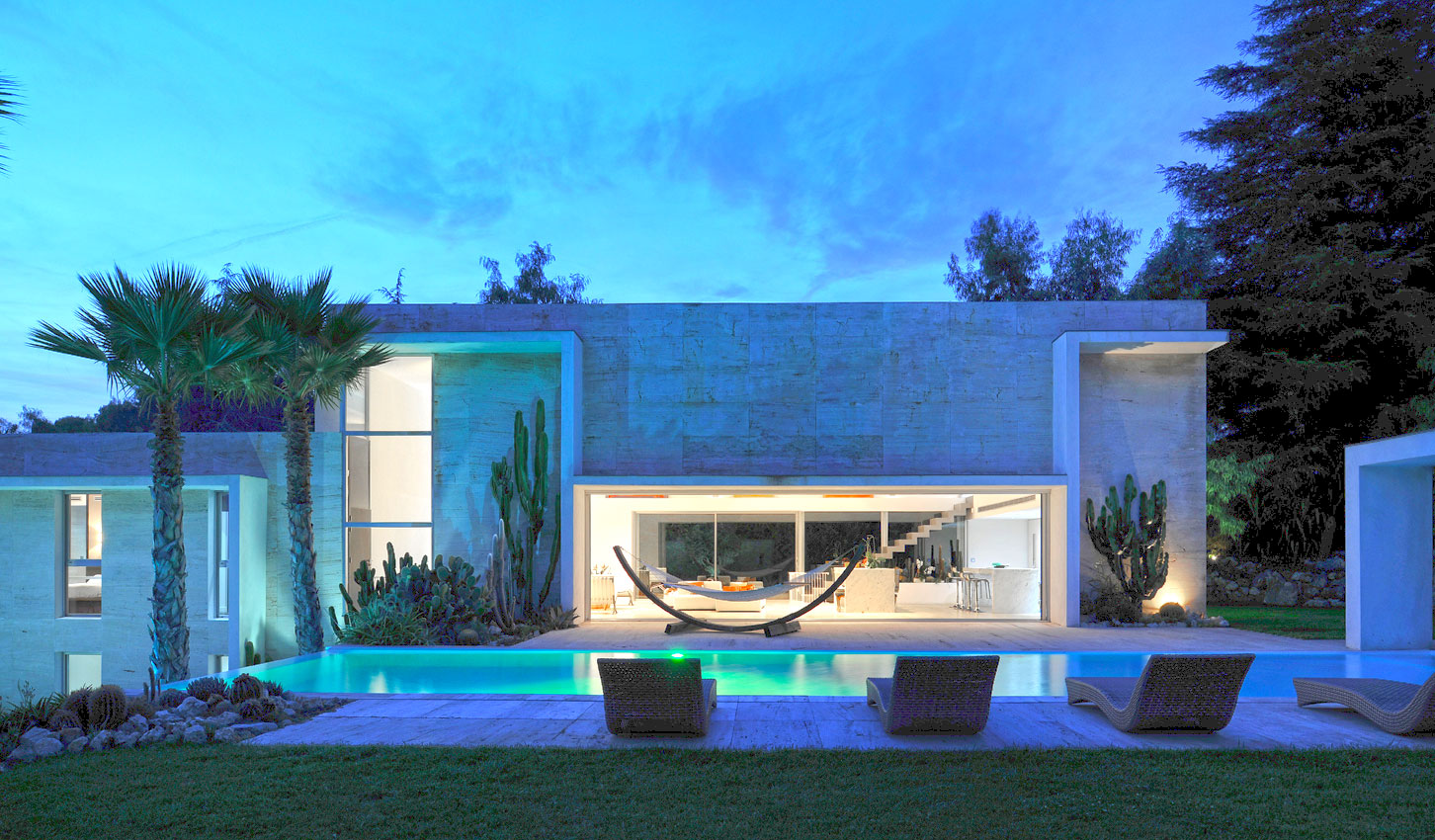 Modern villa with pool for Villa moderne