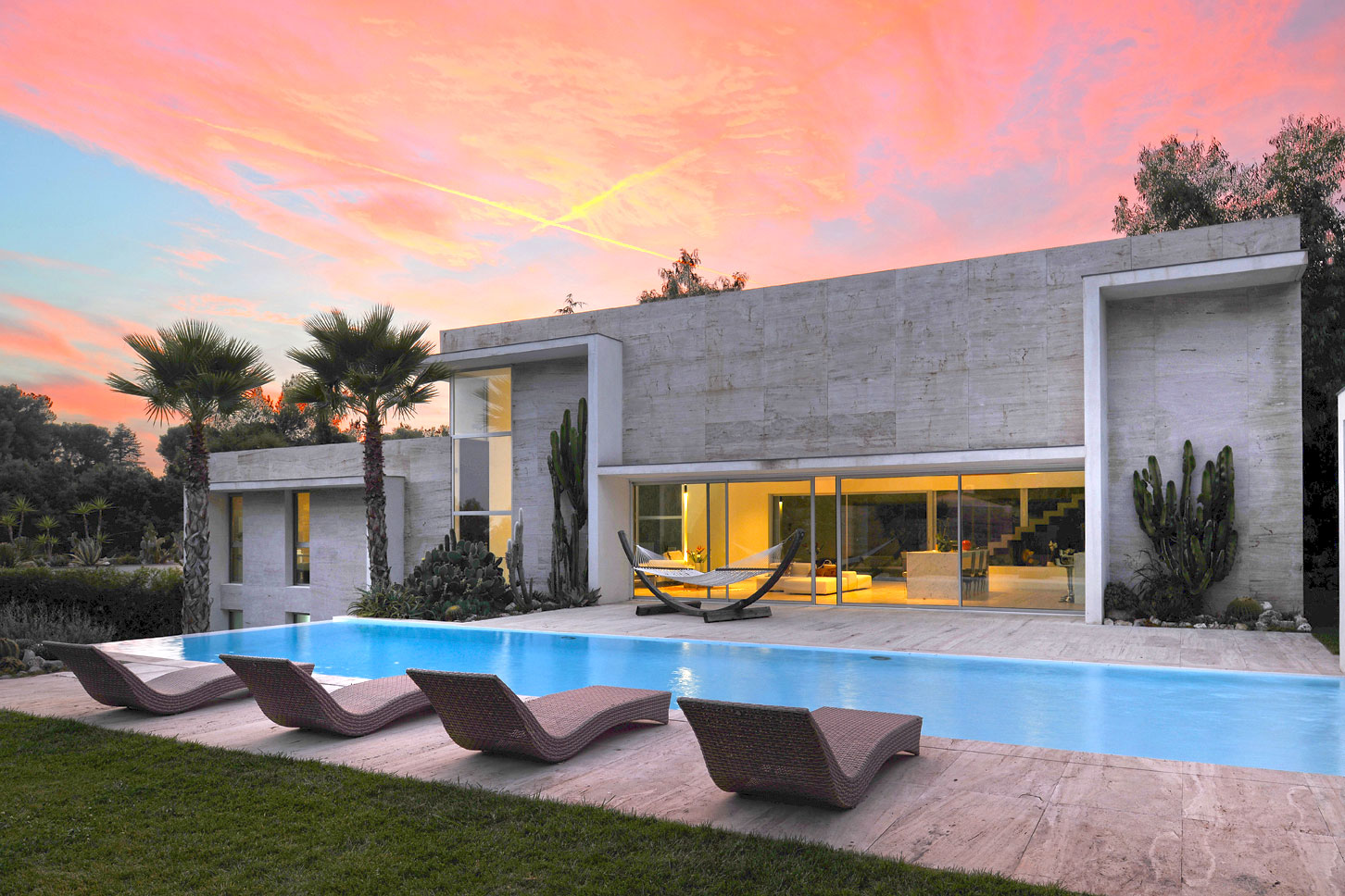 Sunloungers - Modern villa with pool