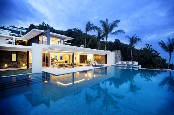 A huge infinity pool provides ample area for cool dipping-one of the biggest private infinity pools on the island of Koh Samui.