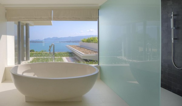 Each of the five huge en-suite bathrooms offer rainfall showers and modern freestanding bathtubs, along with exquisite finishes and tropical landscaped garden views.