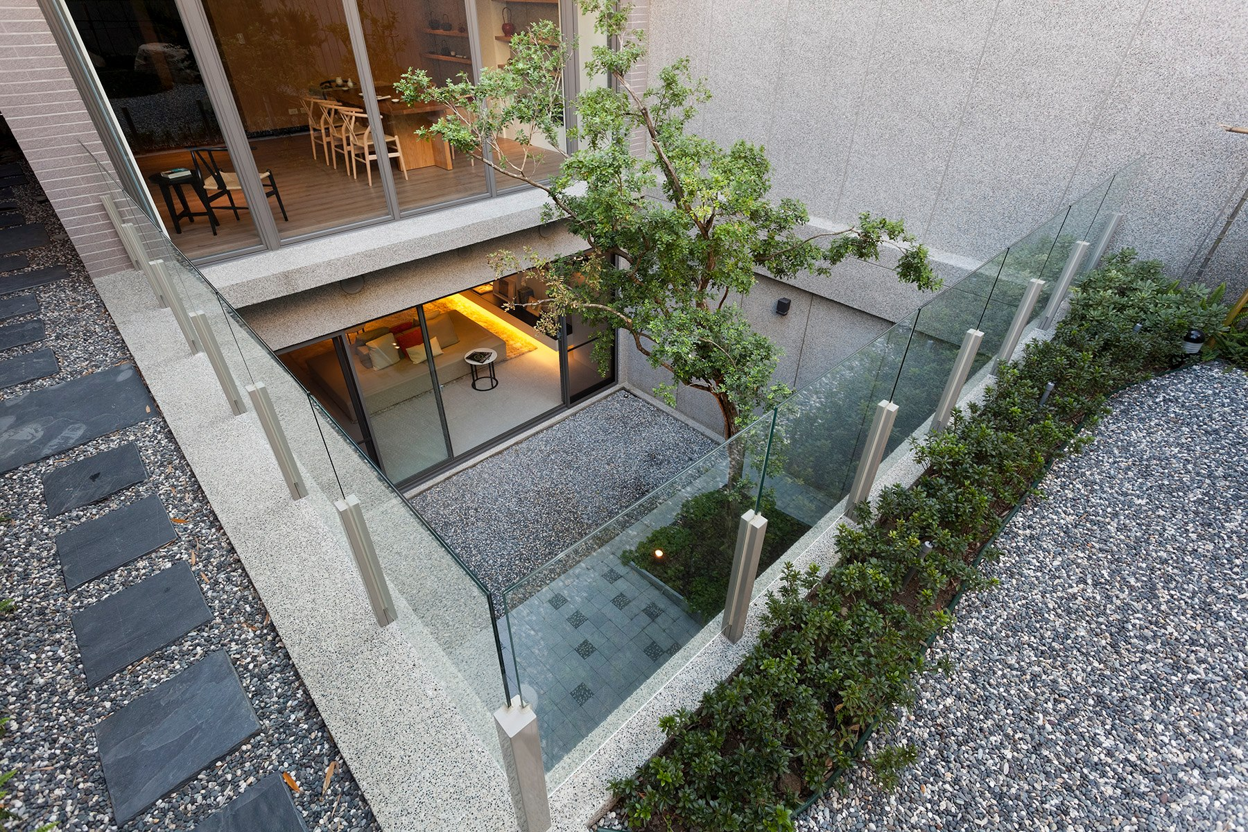 Some stunningly beautiful examples of modern asian for Disenos de patios traseros