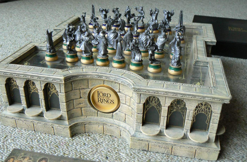 30 unique home chess sets - Lord of the rings chess set for sale ...
