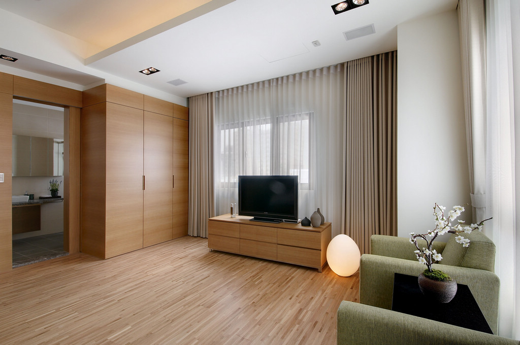Fitted Closets - Two chic apartments with adaptable home style
