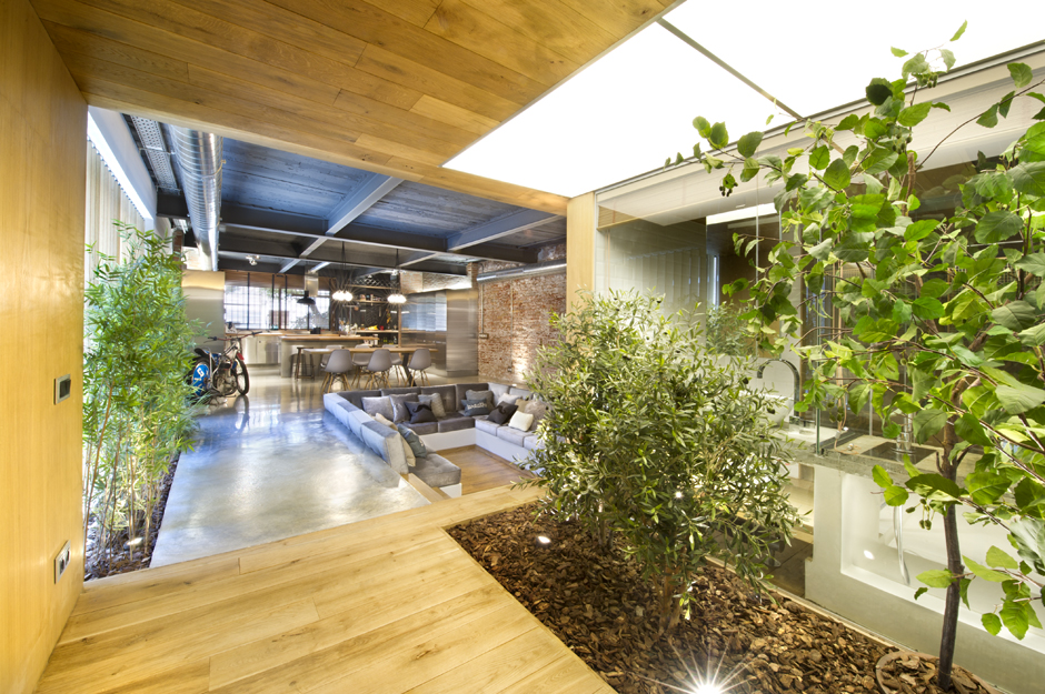 Industrial home with interior planting and transparent walls for Sunken seating