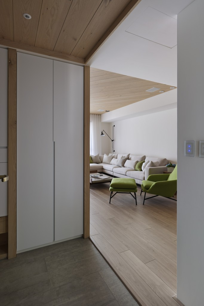 White Closet Doors - Some stunningly beautiful examples of modern asian minimalistic decor